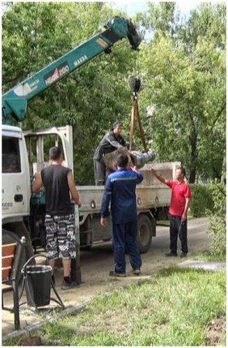 Вандалы добрались до сквера Победы - снесли фонарные столбы