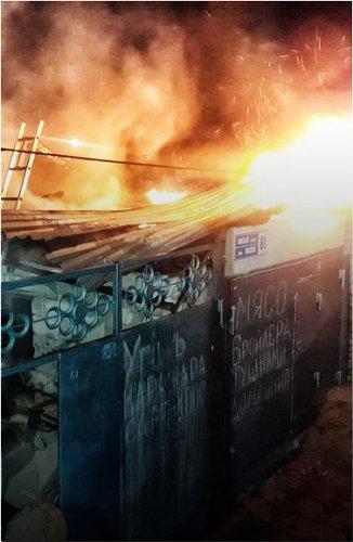 Два соседних частных дома сгорели в Павлодаре
