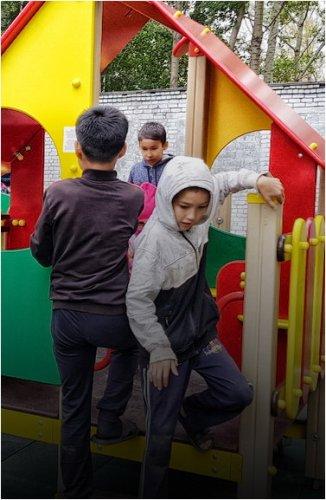 На Втором Павлодаре Народный банк установил детскую площадку
