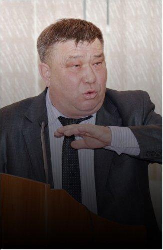 Экс-руководителя отдела ЖКХ обвинили в том, что он по факту продолжает исполнять обязанности главы