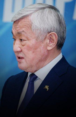 Вовремя выплачивать зарплату работникам обязал министр труда и социальной защиты населения Бердибек Сапарбаев