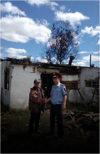 Мужчину из горящего дома спас павлодарский полицейский