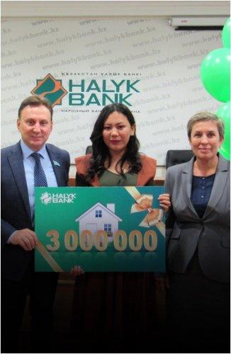 Учитель из Павлодара выиграла три миллиона тенге, участвуя в акции от банка