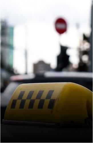 Таксиста приговорили к 3,5 годам колонии за грабеж и изнасилование