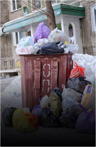 Акимат и ТОО «Спецмашин» объяснили причину мусорного коллапса. Версии разные