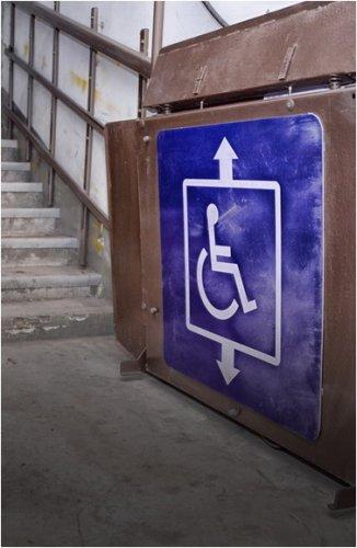 Подъемную платформу для инвалидов установили на спонсорские средства