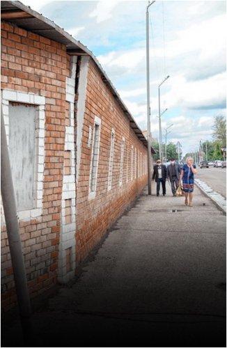Павлодарцы требуют отреставрировать аварийное здание Затонского рынка
