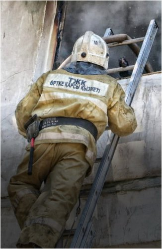 Павлодарские пожарные спасли ребенка из задымленной квартиры