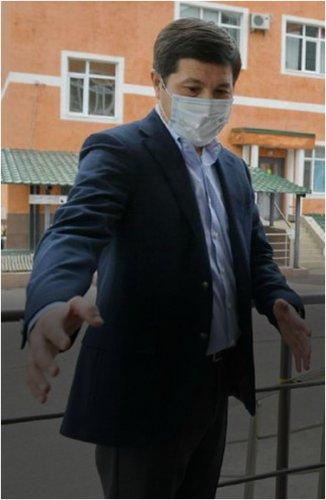 Аким Павлодарской области проверил готовность реконструируемых больниц