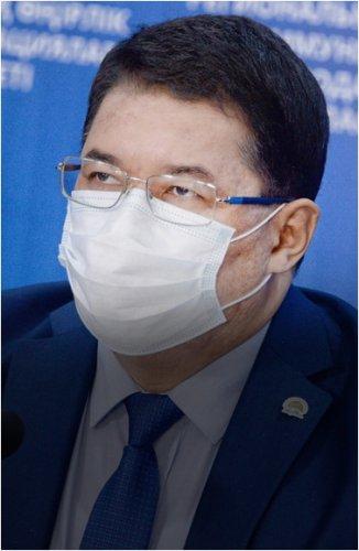 Аким Павлодара провел отчетную встречу и прием граждан
