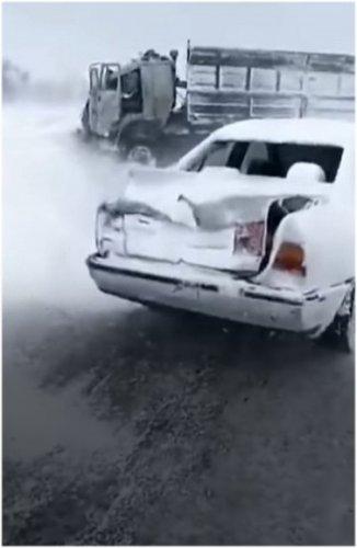 10 автомобилей столкнулись на трассе в Павлодарской области, есть пострадавшие