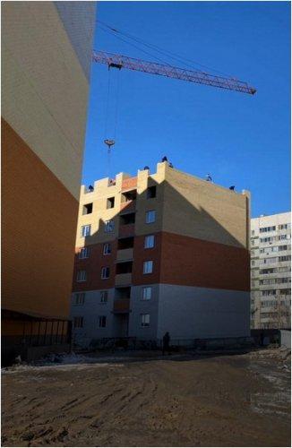 Жители нового микрорайона Достык требуют, чтобы строители сдали квартиры безопасными для жизни