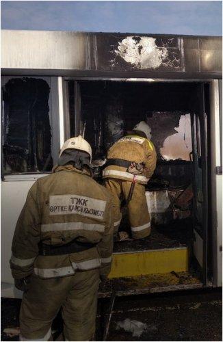 Пассажирский автобус загорелся на трассе Павлодар – Ленинский