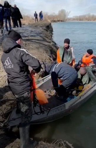 Отдыхающие волонтеры выловили человеческую челюсть их реки возле Аксу