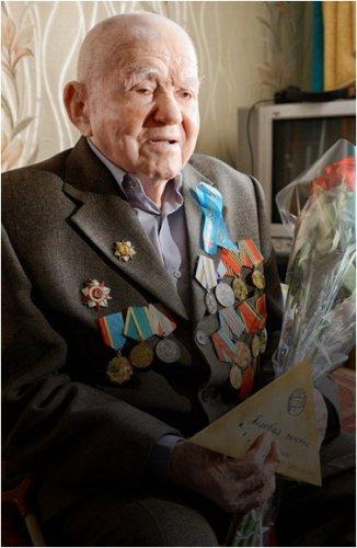 Для 95-летнего ветерана Великой Отечественной войны провели концерт