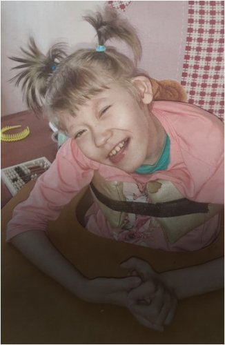 В дорогостоящей коляске нуждается девочка из Павлодара