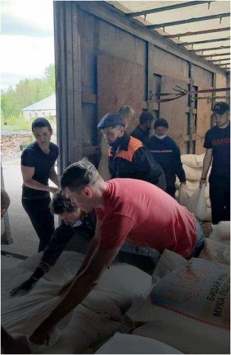 Десять тонн продовольствия отправили в Риддер местные фермеры