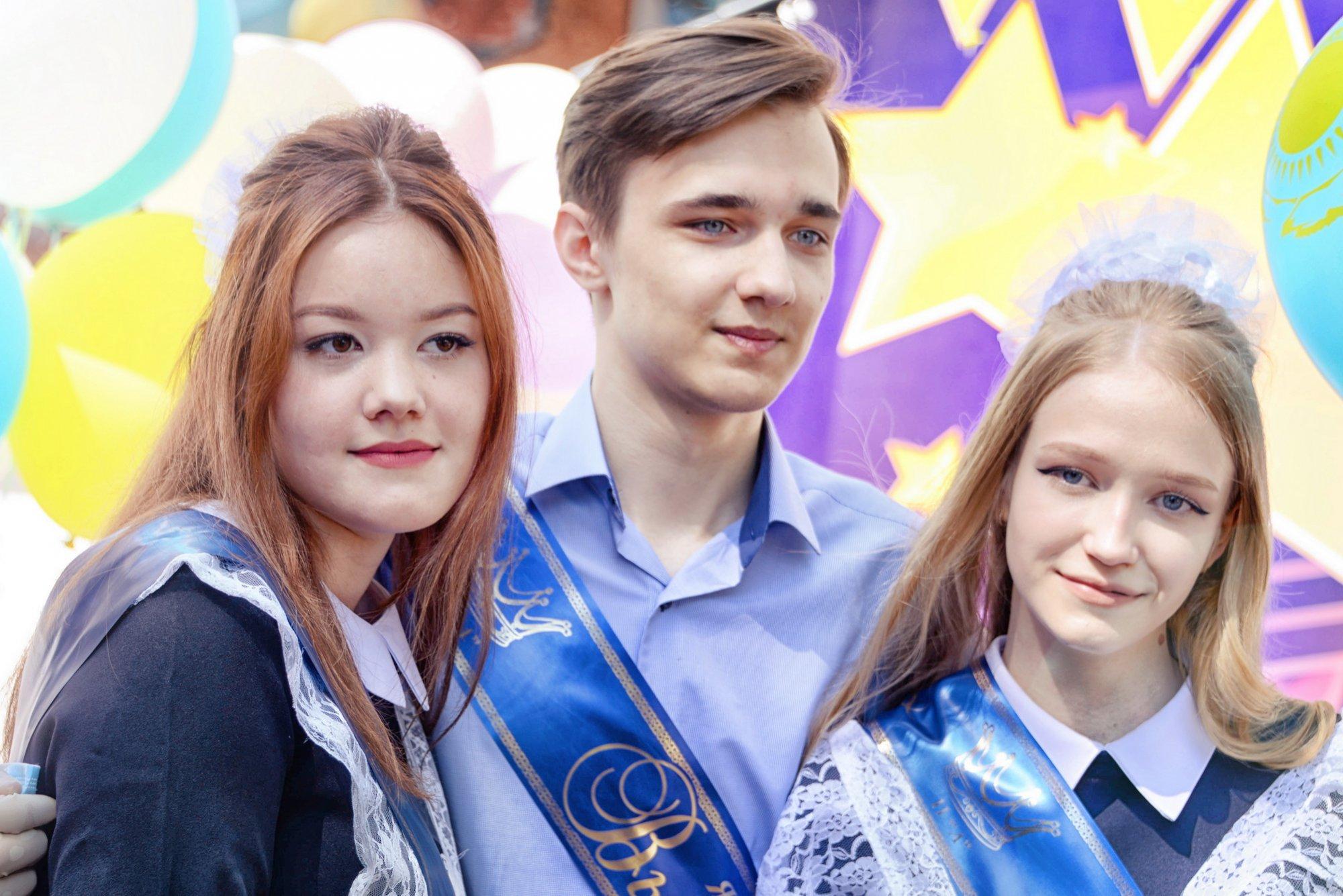 Последний звонок прозвучал для 46 тысяч учеников в Павлодаре