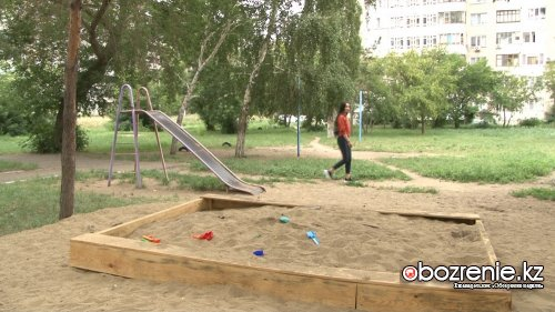 Жители павлодарской многоэтажки устали ждать новую детскую площадку
