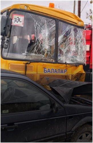 Трое детей пострадали при столкновении школьного автобуса с пожарной машиной