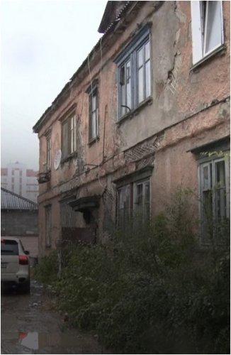Многодетная семья осталась без тепла и в почти разрушенной двухэтажке